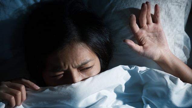 Selon le Dr Pierre Mayer, près d'une personne sur deux connaîtra au moins un épisode de paralysie du sommeil dans sa vie.