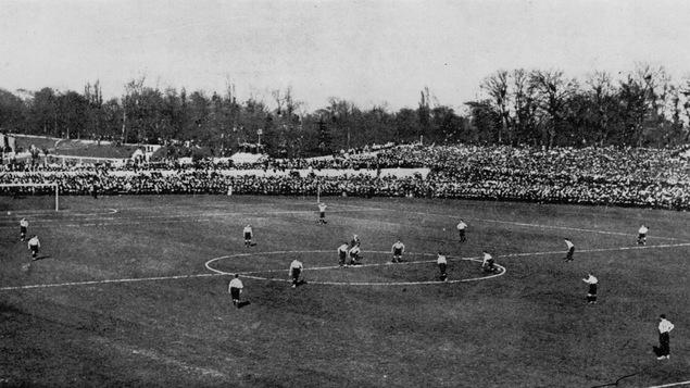 Les équipes de Tottenham Hotspur et de Sheffield United s'affrontent au Crystal Palace de Londres, le 20 avril 1901.
