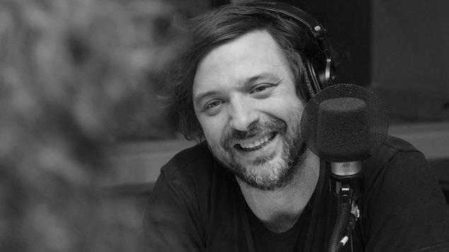 Une photo de Christian Lapointe en noir et blanc.