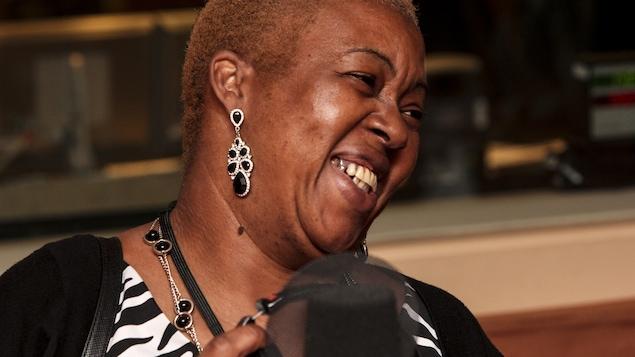 L'auteure, humoriste, conteuse et conférencière Gisèle Ndong Biyogo