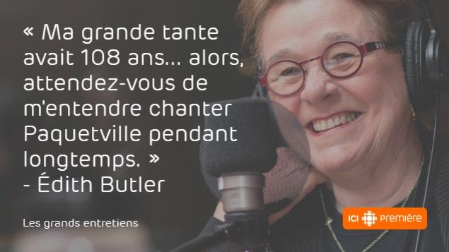 Montage du visage d'Édith Butler au micro de Radio-Canada, accompagné de la citation : « Ma grande tante avait 108 ans… alors, attendez-vous de m'entendre chanter Paquetville pendant longtemps. »