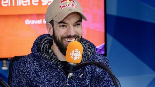 Le patineur de vitesse Charles Hamelin