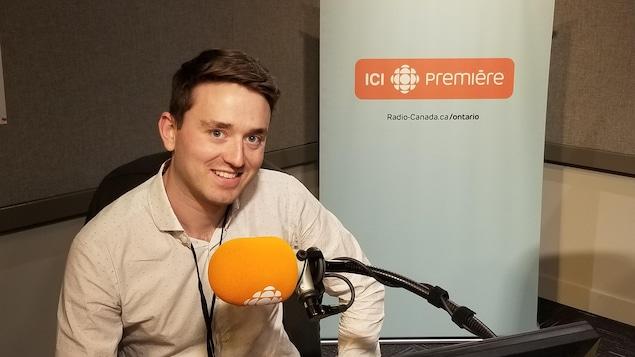 Michael Norris aux studios d'ICI Toronto.
