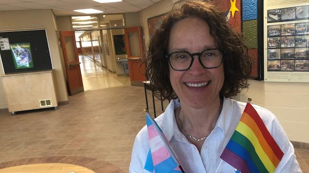 Monica Lang fière enseignante et ouvertement lesbienne auprès de ses élèves.