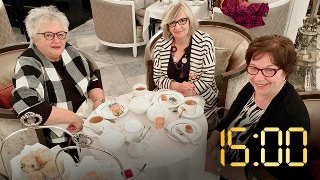 Un trio d'amie à l'heure du thé au Ritz, à Montréal
