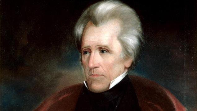 Portrait d'un homme avec un vêtement rouge et noir.
