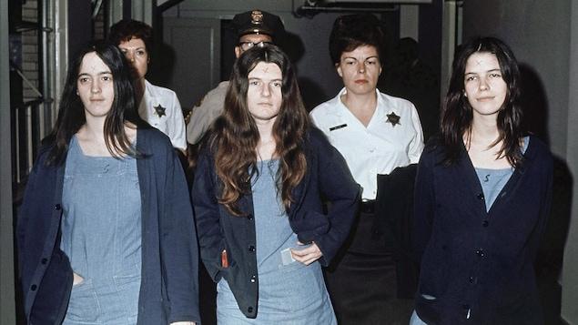 Photo de Susan Atkins, Patricia Krenwinkel et Leslie Van Houten prise le 29 mars 1971.