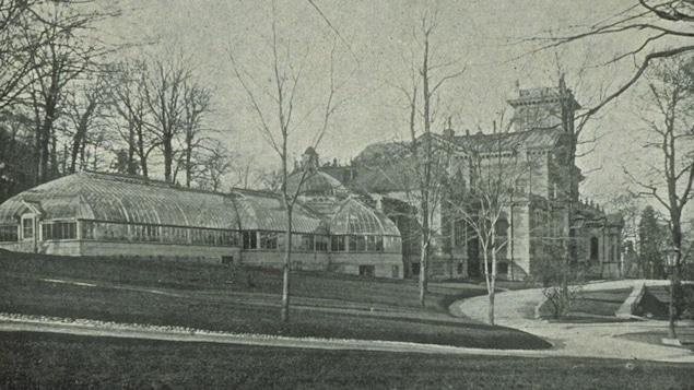 Une vue de l'ouest de la maison Ravenscrag, en 1906.