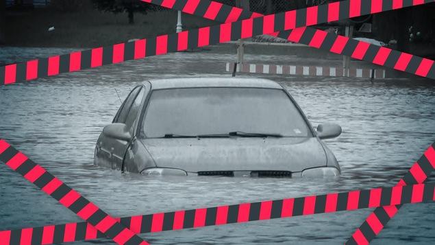 Une voiture complètement submergé