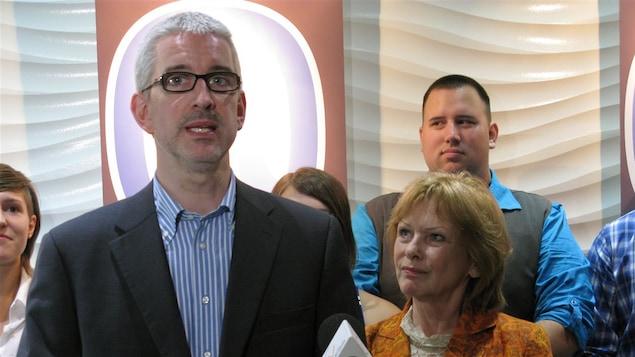 Déçu par la position du Parti québécois sur la souveraineté, Jean-Martin Aussant fonde son propre parti.