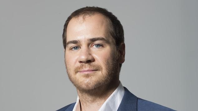 Une photo de face du professeur et chercheur à l'Institut des sciences de la forêt tempérée, Jérôme Dupras.