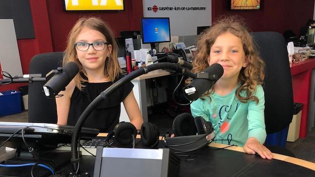 Deux enfants en entrevue à notre station de Matane