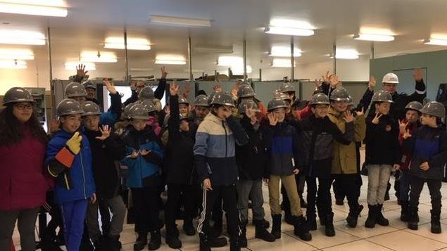Des jeunes de l'école du Boisé ont visité le poste Arnaud, près de Sept-Îles