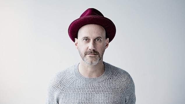 L'auteur-compositeur-interprète Joseph Edgar