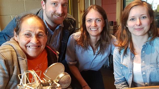 Joséphine Bacon et la productrice Andrée-Anne Frenette en compagnie de l'animateur Guillaume Hubermont et la réalisatrice Bénédicte Filippi de l'émission Boréale 138.