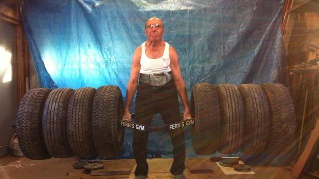 Fern Boucher, haltérophile de 80 ans, soulève jusqu'à 170 kilogrammes.