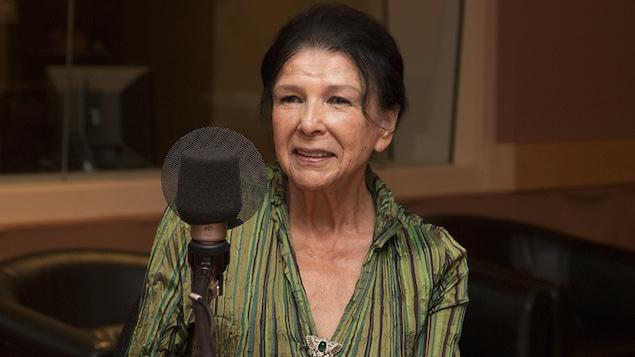 La cinéaste Alanis Obomsawin lors d'une entrevue accordée à Catherine Perrin, le 2 octobre 2017.