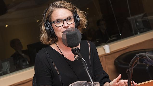 Annie Brocoli au micro de Catherine Perrin