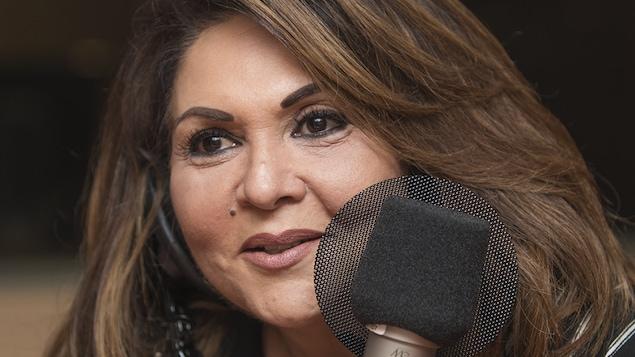 Sonia Benezra au micro de Catherine Perrin.