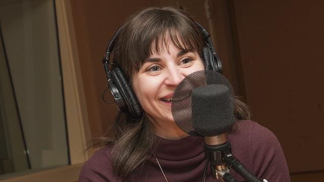 Sonia Cordeau au micro de Catherine Perrin