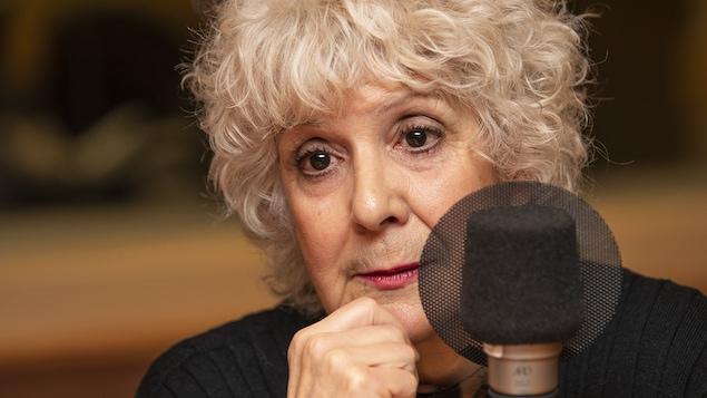Luce Des Aulniers au micro de Catherine Perrin.