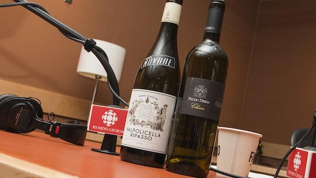 Les bouteilles du Feudo Disisa Chara et du Tenuta Novare Valpolicella Ripasso recommandés par Élyse Lambert