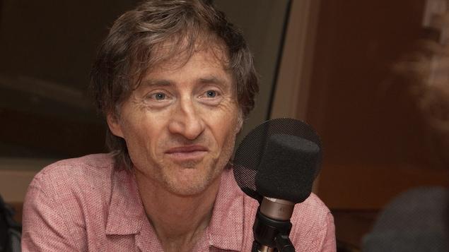 Emmanuel Bilodeau répond aux questions de Catherine Perrin au studio 18 de Radio-Canada, à Montréal, le 27 août 2018.