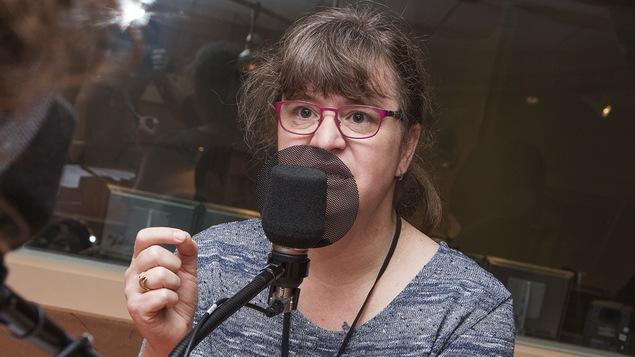 Gabrielle Bouchard au micro de Catherine Perrin