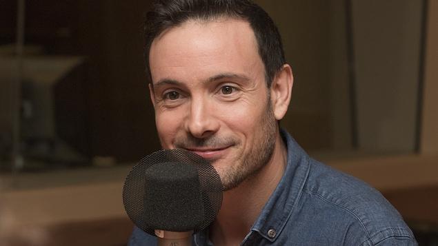 Éric Gauthier au micro de Catherine Perrin.