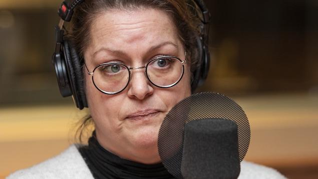 Amélie Grenier au micro de Catherine Perrin.