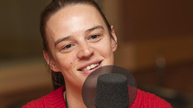 Jessica Lee Gagné au micro de Catherine Perrin.
