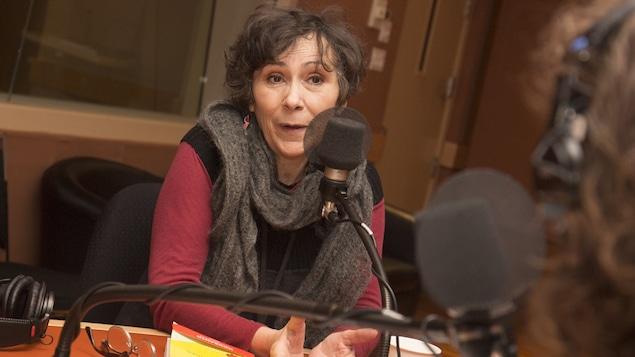 Marie-Monique Robin au studio 18 de Radio-Canada, à Montréal, le 6 février 2018