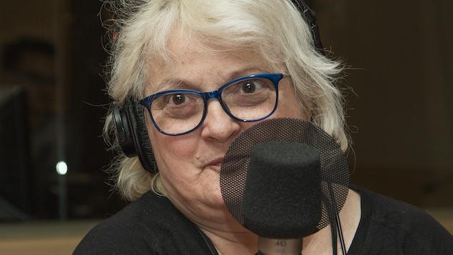 Lise Ravary au micro de Catherine Perrin.