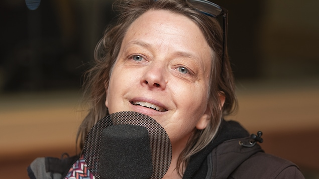 Annie Roy au micro de Catherine Perrin.