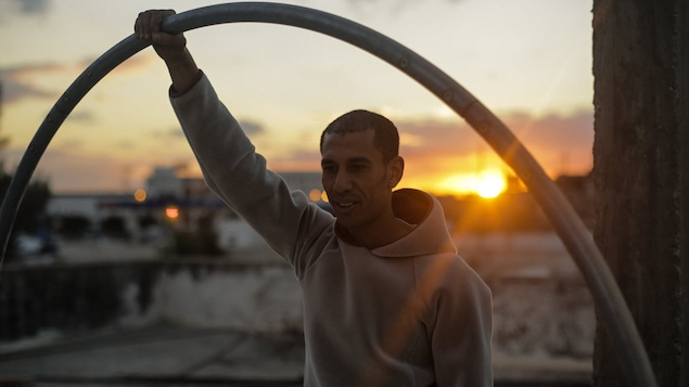 Une photo de Mohamed Dhiaa Gharbi prise pendant le tournage du documentaire <i>Rue de la Victoire</i>.