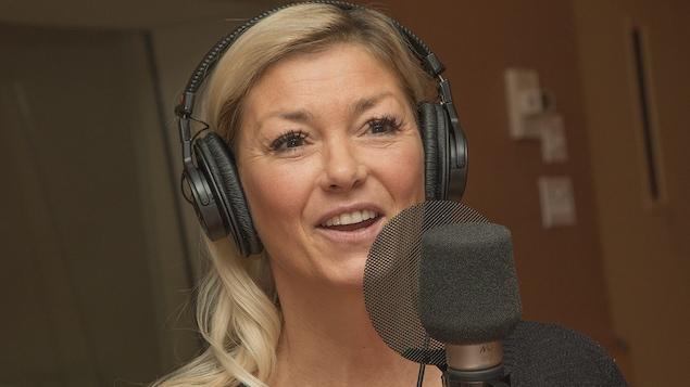Marie-Chantal Toupin au micro de Catherine Perrin