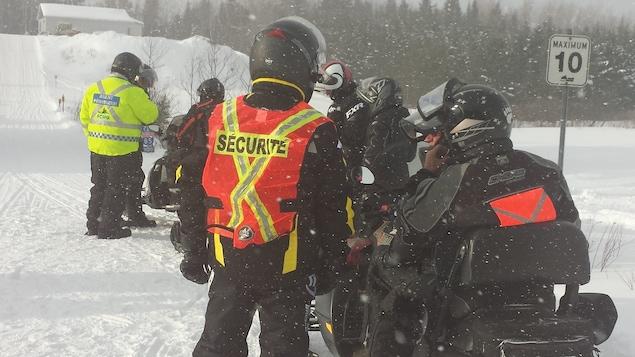 Des motoneigistes nord-côtiers