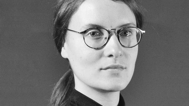 Portrait en noir et blanc de Solène Paré.