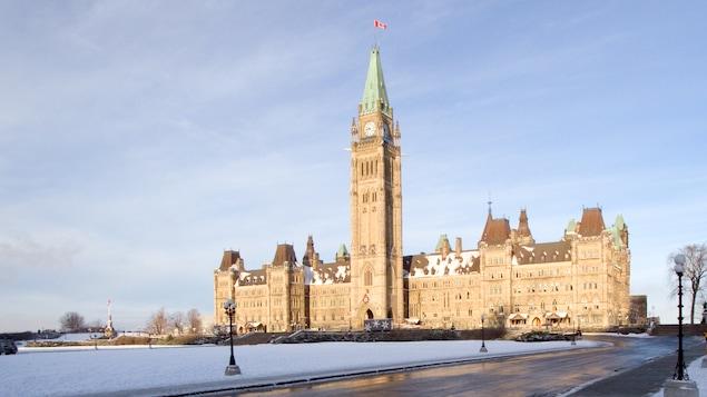 Le Parlement et la Tour de la paix, Ottawa, en hiver