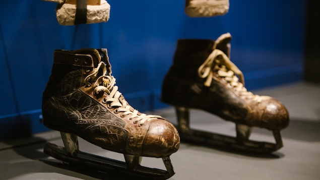 Une paire de patins anciens
