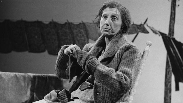 Viola Léger incarnant <i>La Sagouine</i> en 1975