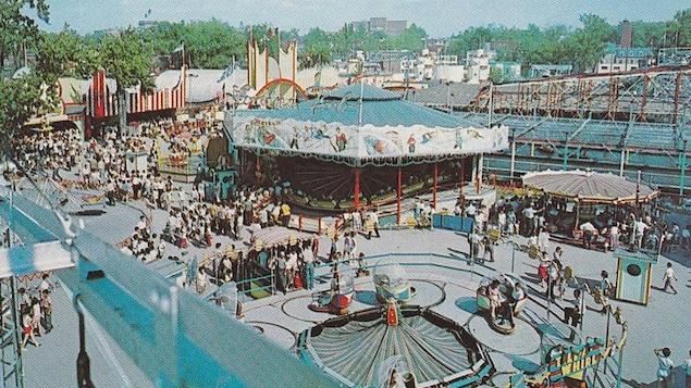 Carte postale illustrant le parc Belmont, sur l'île de Montréal