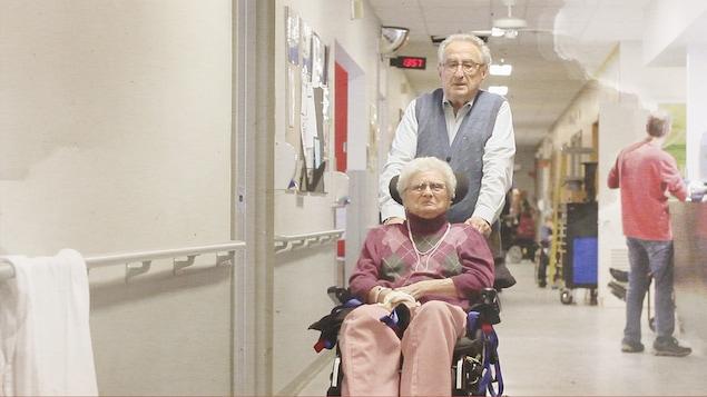 Michel Plourde et sa conjointe Denise Chartray, dans un CHSLD