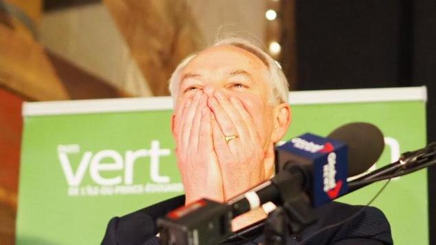 Peter Bevan-Baker visiblement surpris et heureux du résultat.