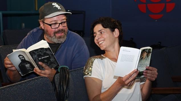 Le réalisateur Francis Leclerc et l'animatrice Helen Faradji dans une salle de cinéma.