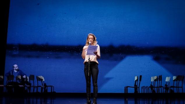 La comédienne Christine Beaulieu dans la pièce J'aime Hydro