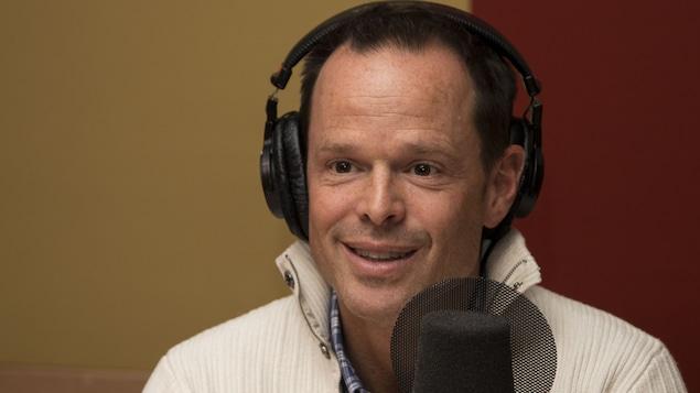Jean-Luc Brassard à son micro