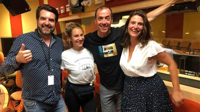 MC Gilles, Léane Labrèche-Dor, Pierre Brassard et Salomé Corbo dans le studio de Pouvez-vous répéter la question?