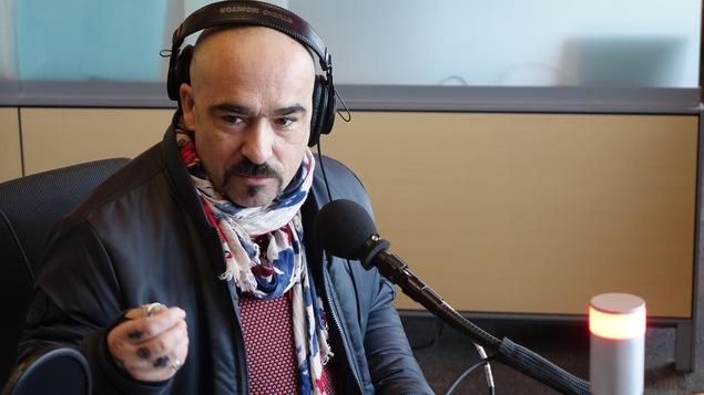 Sébastien Belzile au micro de l'émission Le Réveil.