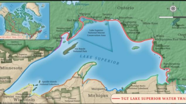 Une carte du lac Supérieur avec en rouge, un tracé qui longe la rive nord de Thunder Bay jusqu'à Sault-Ste-Marie.